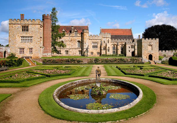 Image of the front of Penshurst Place